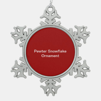 ピューターの雪片のオーナメントの赤の背景 スノーフレークピューターオーナメント