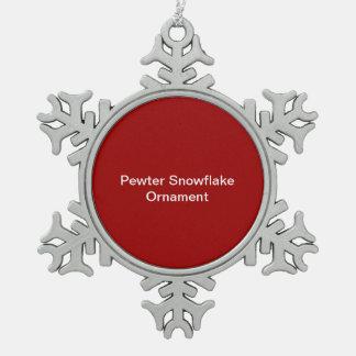 ピューターの雪片のオーナメントの赤の背景 ピューター製スノーフレークオーナメント