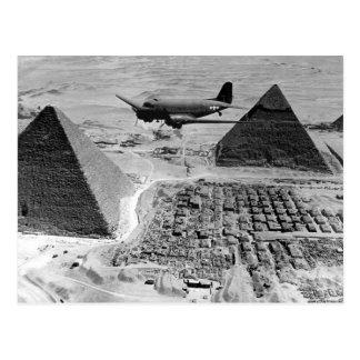 ピラミッドに飛ぶWWII輸送機 ポストカード