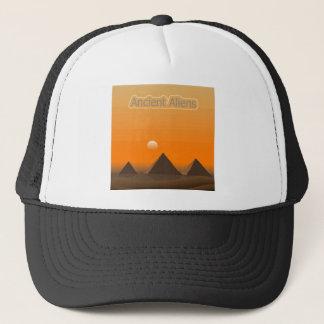 ピラミッドのエイリアン キャップ