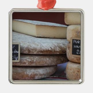 ピレネー山脈の典型的なチーズ メタルオーナメント