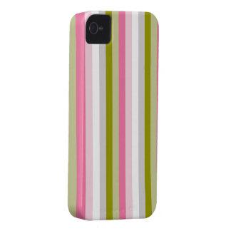 ピンクおよびオリーブ色のストライブ柄 Case-Mate iPhone 4 ケース