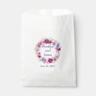 ピンクおよびバーガンディの花花束 フェイバーバッグ