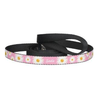 ピンクおよびペットの自身の名前の花のデイジーの花 ペットリード
