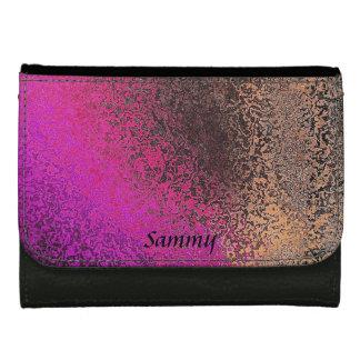 ピンクおよびモモののどによって槌で打たれる金属の財布