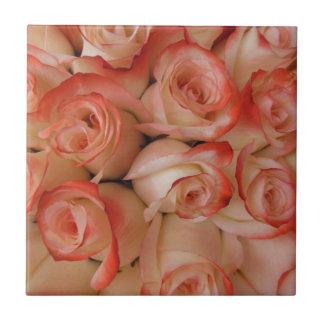 ピンクおよびモモのバラ タイル