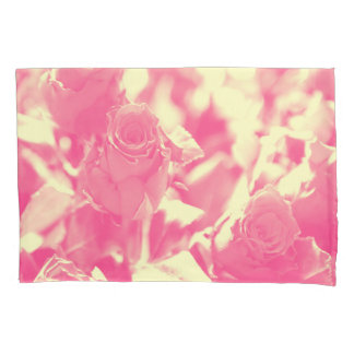 ピンクおよび柔らかい黄色バラ 枕カバー