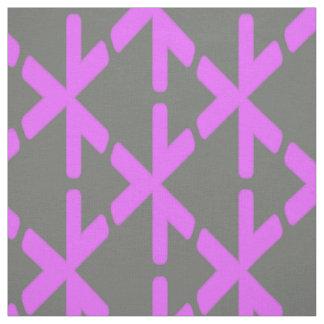 ピンクおよび灰色の三角形パターン ファブリック