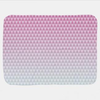 ピンクおよび灰色の三角形 ベビー ブランケット