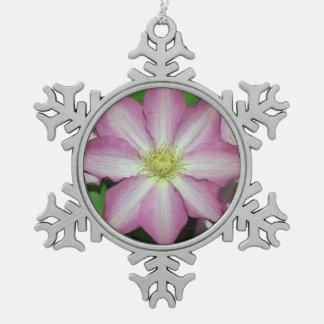 ピンクおよび白いクレマチスの春の花 スノーフレークピューターオーナメント