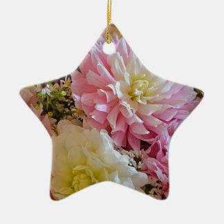 ピンクおよび白いダリアの花 セラミックオーナメント
