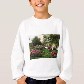 ピンクおよび白いバラの庭 スウェットシャツ