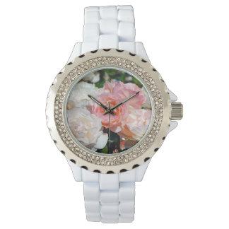 ピンクおよび白いバラの花柄 腕時計