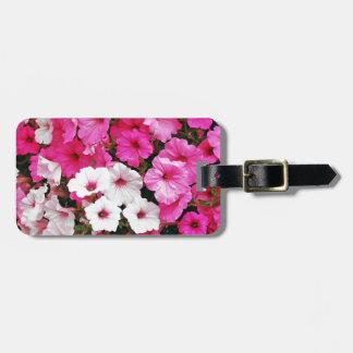 ピンクおよび白いペチュニアの花 ラゲッジタグ