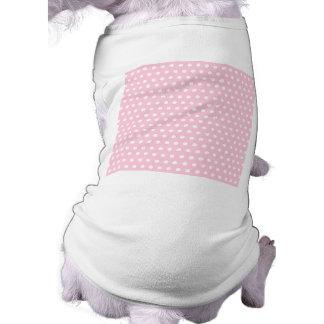 ピンクおよび白い水玉模様パターン。 むらがある ペット服