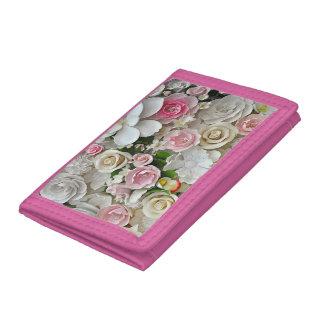 ピンクおよび白い花パターン