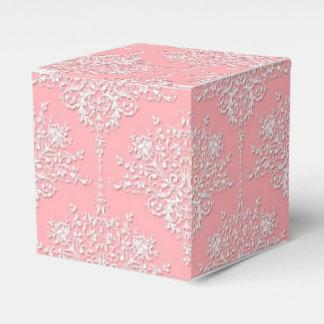 ピンクおよび白のファンシーな花のダマスク織パターン