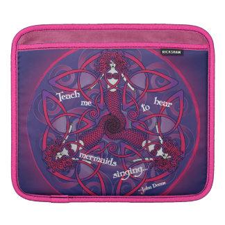 ピンクおよび紫色のケルト族の人魚の曼荼羅 iPadスリーブ