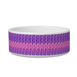 ピンクおよび紫色のニット ボウル