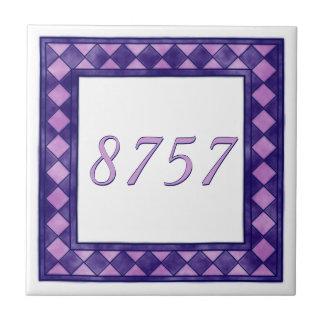 ピンクおよび紫色の小さいチェック模様の屋家番号 タイル