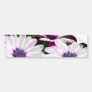 ピンクおよび紫色の花のデジタル分野 バンパーステッカー