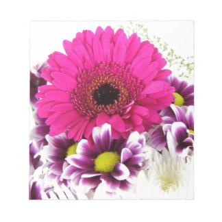 ピンクおよび紫色の花の花束 ノートパッド