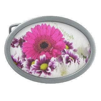 ピンクおよび紫色の花の花束 卵形バックル