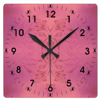 ピンクおよび紫色の花柄 スクエア壁時計