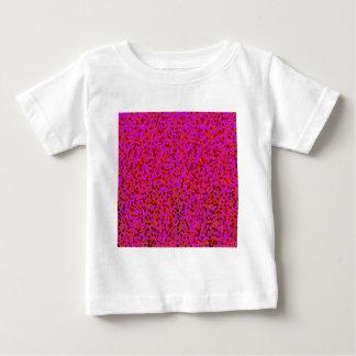 ピンクおよび赤いグラフィックアートのデザイン ベビーTシャツ