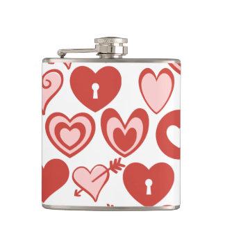 ピンクおよび赤いハートのバレンタインデーパターン フラスク