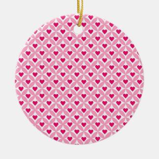 ピンクおよび赤いバレンタインデーのハートパターン セラミックオーナメント