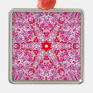ピンクおよび赤い万華鏡のように千変万化するパターンパターン メタルオーナメント