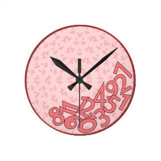ピンクおよび赤く、落ちたな数 ラウンド壁時計
