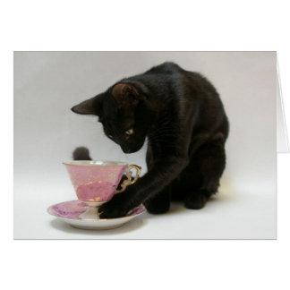 ピンクおよび金ゴールドのティーカップを持つ黒猫 カード