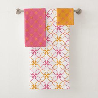 ピンクおよび黄色くモダンな花パターン バスタオルセット