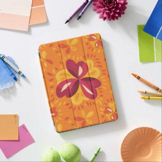 ピンクおよび黄色の抽象的なクローバー iPad AIR カバー