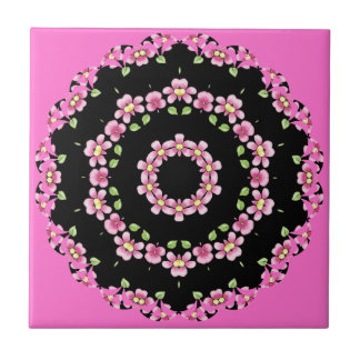 ピンクおよび黒の万華鏡のように千変万化するパターンのタイル タイル