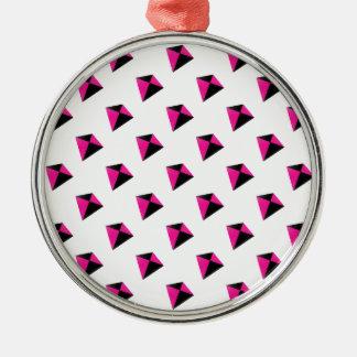 ピンクおよび黒ダイヤ凧パターン メタルオーナメント