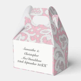 ピンクそして白い線条細工のレースの結婚式 フェイバーボックス