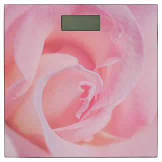 ピンクでかわいらしい 体重計