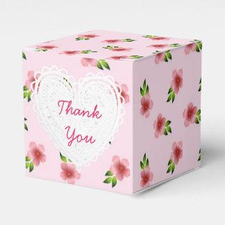 ピンクによってはカップケーキ箱が開花します