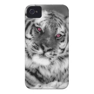 ピンクによって注目されるトラ Case-Mate iPhone 4 ケース