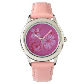 ピンクによって絵を描かれる花の腕時計 腕時計
