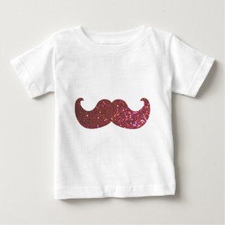 ピンクのきらきら光るな髭(模造のなグリッターのグラフィック) ベビーTシャツ