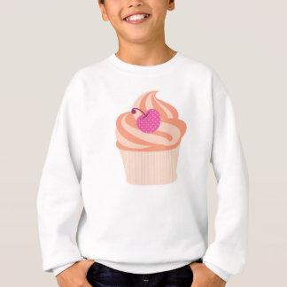 ピンクのさくらんぼおよびオレンジが付いているオレンジカップケーキは縞で飾ります スウェットシャツ