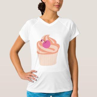 ピンクのさくらんぼおよびオレンジが付いているオレンジカップケーキは縞で飾ります Tシャツ
