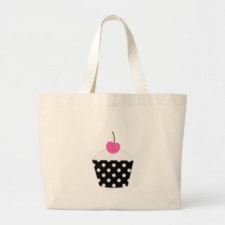 ピンクのさくらんぼが付いている白黒水玉模様のカップケーキ ラージトートバッグ