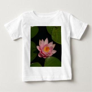 ピンクのはす《植物》スイレン ベビーTシャツ