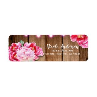 ピンクのひもライト及びメーソンジャーの花素朴な木 ラベル
