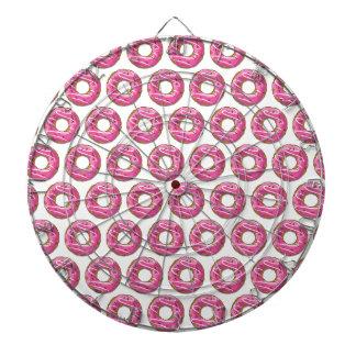 ピンクのアイシングが付いているドーナツ ダーツボード